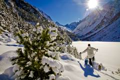 Snowshoeing in the heart of Pyrénées